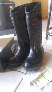 Size 9 Womens Insulated Bogs (Waterproof)
