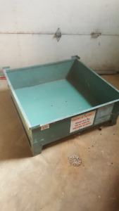 Metal storage container, storage rack and bin