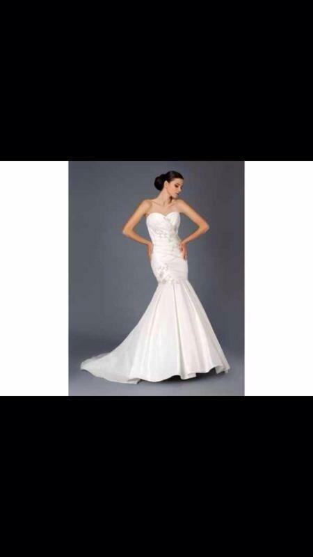 Stunning mark lesley wedding dress buy sale and trade ads for Wedding dress cleaned and boxed