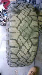 275/60/20 tires with three rims $250