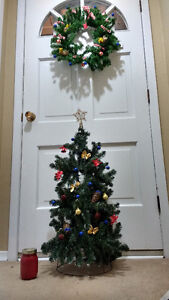 HANDMADE HOLIDAY WREATH & REAL SPRUCE ACCENTS London Ontario image 2