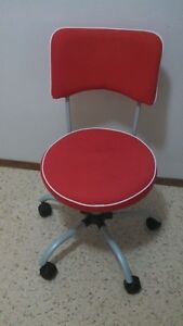 LIKE NEW STUDENT/OFFICE CHAIR