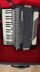 Hohner Arietta accordion