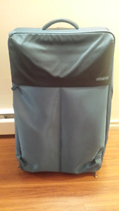Teal Large American Tourister Suitcase – EXCELLENT BRAND NEW