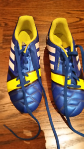 Adidas outdoor boys soccer shoes size 4
