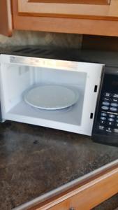 900 watt new microwave