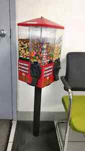 Uturn 4 sided vending machine candy works on 1$ coins