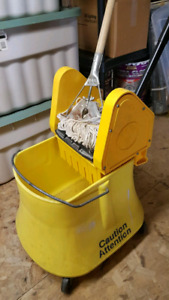 COMMERCIAL MOP BUCKET AND WRINGER
