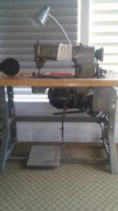Machine à coudre industrielle Singer Mod : 366k106