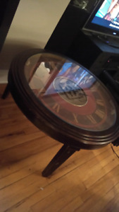 Clock coffee table works new plate glass 150$ firm