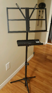 Yorkville collapsable music stand with tray