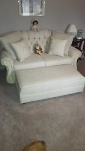 I love seat and ottomans $250 call Dave 613 970 6 06 0