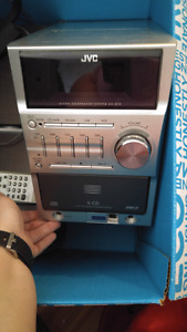 5 disc CD player with AUX port