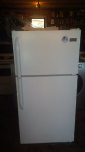 Frigidaire white appartment size 2015 (two years)