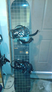 GOOD CONDITION SNOWBOARD AND BINDINGS. 158cm