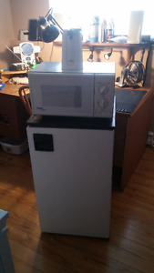 Student Package: 4cu. ft. Fridge, Small Microwave & Can Opener