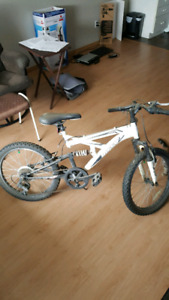 Kids 6 speed huffy mountain bike