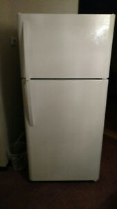 Kenmore 18.4 cu. Ft. Top Mount Refrigerator less than 1 yr old Windsor Region Ontario image 1