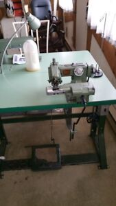 Machine a coudre BLINDSTICH  INDUSTRIELLE  avec table de couture