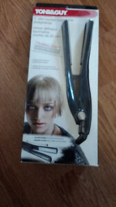"Nouveau Fer Plat/Flat Iron  New Toni & Guy 1"" Tourmaline"