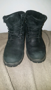 BLACK 6' TIMBERLAND BOOTS (8.5)