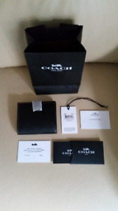 BNWT Coach glovetanned small trifold wallet