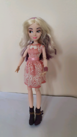 Disney store Descendants Doll Mal Switch Doll not played with vgc isle