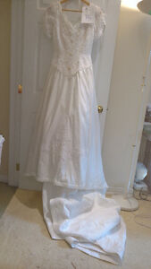 Sample wedding gowns.  UPCYCLE! $40 - DRESS 15