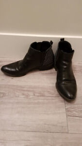 By Guess Booties