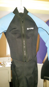 2 Ladies Wetsuits Bare size 7 and 7/8