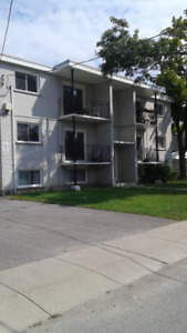 3 Bdrm Apt - 7 block walk to Queens