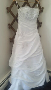 Wedding Gown- New $450 OBO - Pick up only