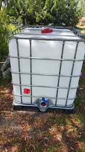 1000l WATER CONTAINERS Kingston Kingston Area image 1