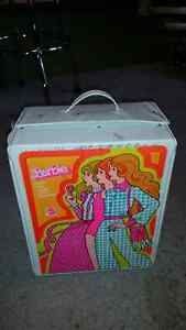 40 year old barbie 3 doll trunk for sale...........ONLY 19$.....