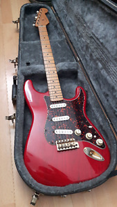 Fender Stratocaster Deluxe Series Electric Guitar w/Extras
