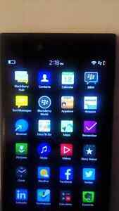 BlackBerry Z30 UNLOCKED all carriers including Wind Mobile