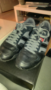 DIESEL GUNNER S SHOES SIZE 10 IN NEW CONDITION