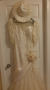 Cream colored, mermaid style WEDDING GOWN / matching hat