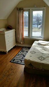a room available-QEW and Lake St from Oct 1st 2016