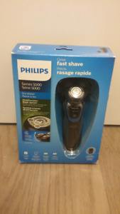 Philips mens' electric shaver - NEW