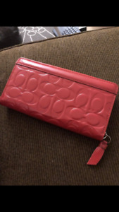 Brand new coach wallet.. great gift!