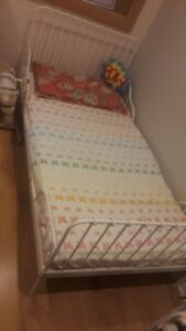 MINNEN extendable bed frame with slatted bed base and mattress.