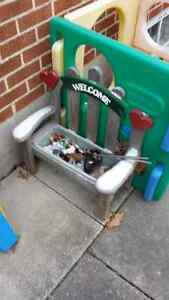 Welcome Flower Pot Bench Cambridge Kitchener Area image 1