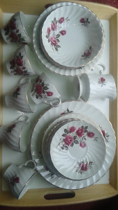 Set de vaisselle Wood and Sons England- Rose-Royale- 34 morceaux