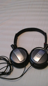 Sony MDR-NC7 Noise Cancelling headphones $100