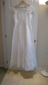 Sample wedding gowns.  UPCYCLE! $25 - DRESS 18