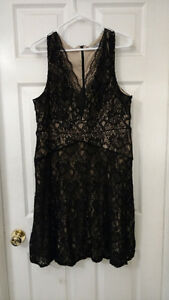 XL Gold and Black Lace Dress