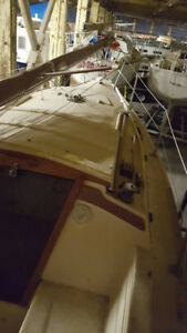 27 foot Catalina with sail drive and wheel pedestal steering