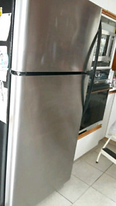Frigidaire stainless livraison possible