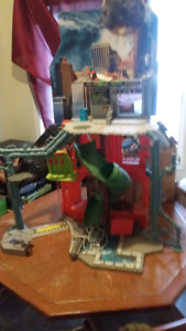 Ninja turtles playset and asst items